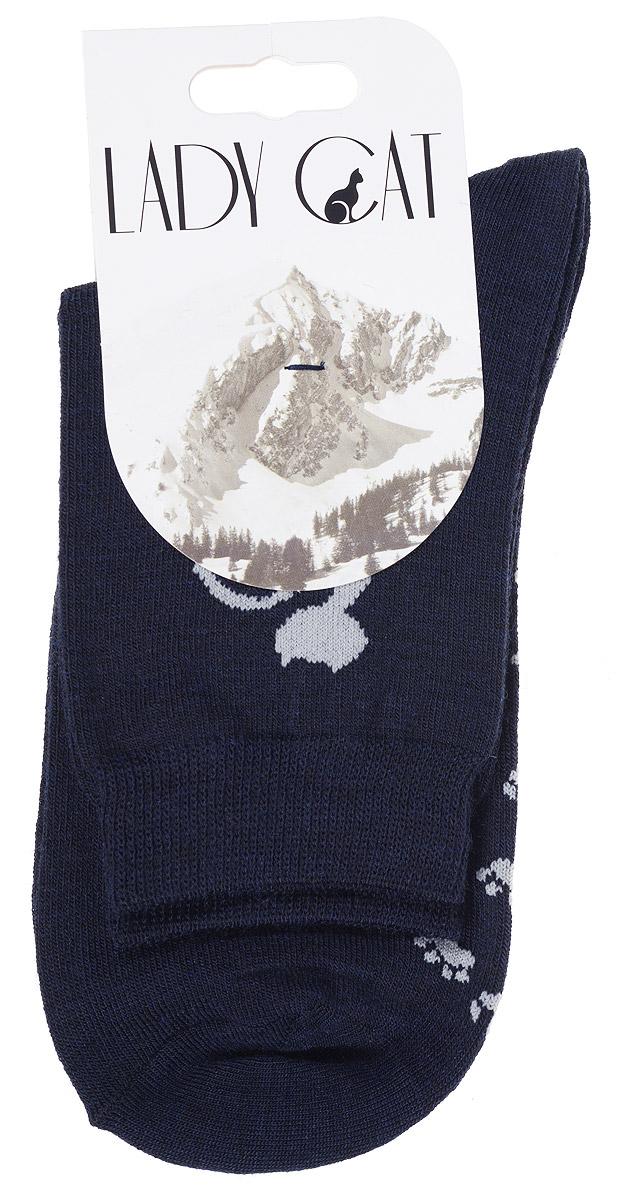 М 3401Женские носки Lady Cat изготовлены из тонкой шерсти с добавлением полиамида и лайкры. Материал мягкий и приятный на ощупь, хорошо пропускает воздух. Эластичная резинка мягко облегает ногу, обеспечивая комфорт при носке. Изделие оформлено оригинальным рисунком кошки. Теплые и удобные носки станут отличным дополнением к вашему гардеробу!
