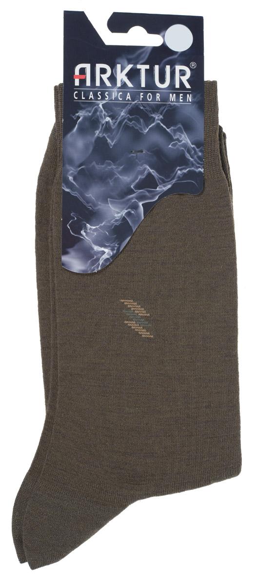 Л 510Теплые мужские шерстяные носки Arktur изготовлены из высококачественного сырья с добавлением шерстяных волокон, которые обеспечат тепло вашим ногам, даже в холодную погоду. Носки отличаются элегантным внешним видом. Удобная широкая резинка идеально облегает ногу, усиленные пятка и мысок повышают износоустойчивость носка, а удлиненный паголенок придает более эстетичный вид. Удобные шерстяные носки станут отличным дополнением к вашему гардеробу.