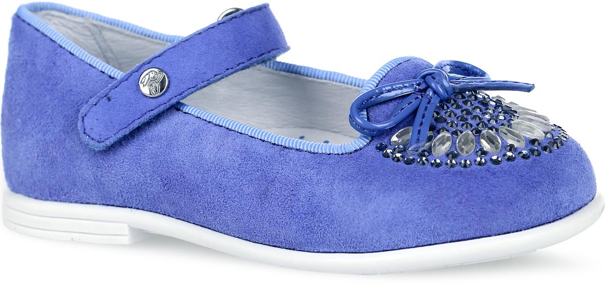 Туфли для девочки. 2128821288-1Очаровательные туфли от Kapika придутся по душе вашей юной моднице! Модель выполнена из натуральной кожи. Мыс туфель оформлен декоративным бантиком и стразами. Застегивается обувь на ремешок с липучкой, оформленный металлическим элементом с гравировкой бренда. Внутренняя поверхность из натуральной кожи и стелька из материала EVA с поверхностью из натуральной кожи гарантируют комфорт при движении. Стелька дополнена супинатором, который обеспечивает правильное положение ноги ребенка при ходьбе, предотвращает плоскостопие. Рифление на подошве гарантирует отличное сцепление с любыми поверхностями. Удобные туфли - незаменимая вещь в гардеробе каждой девочки.