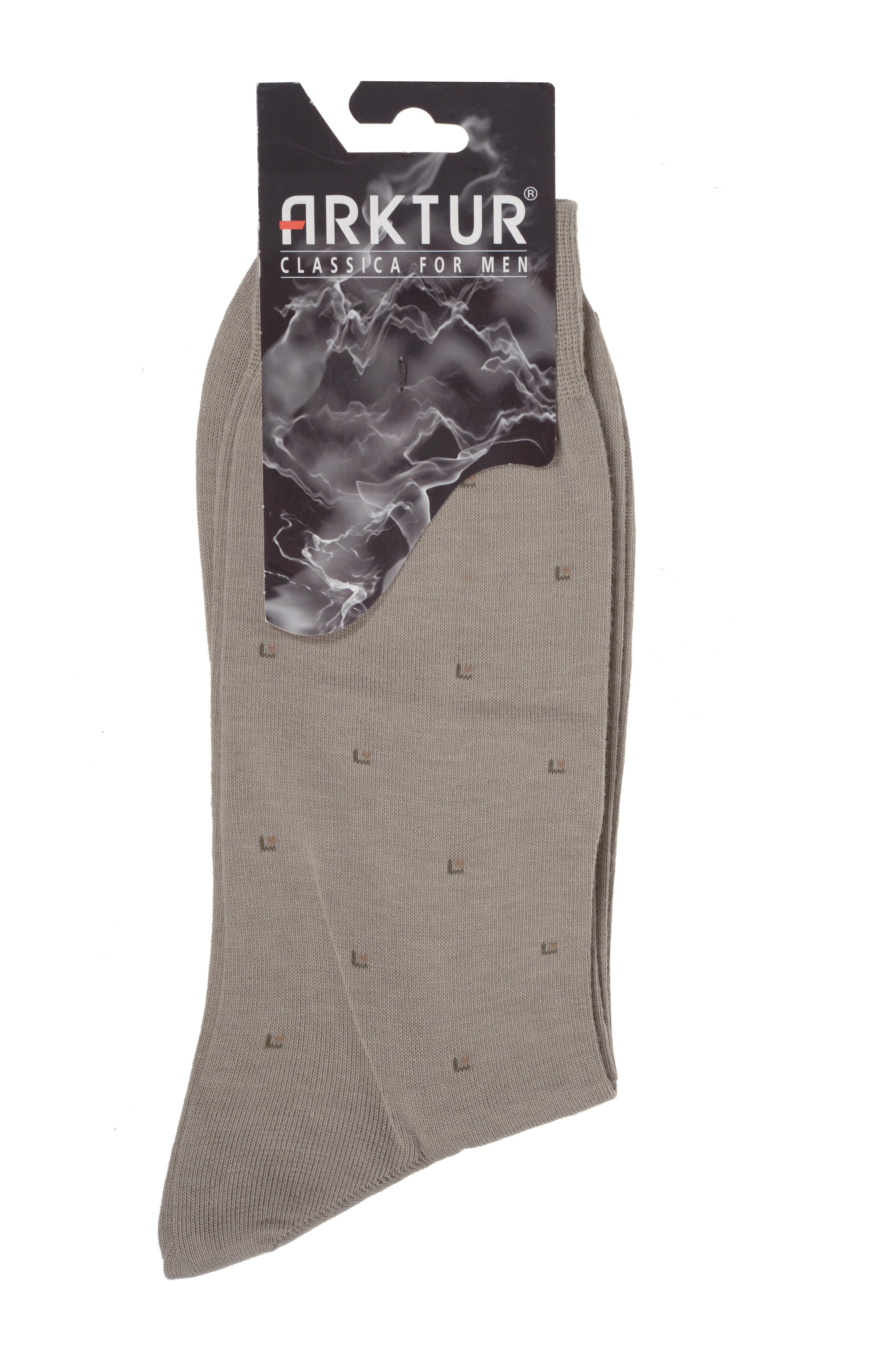 НоскиЛ 209Мужские носки Arktur изготовлены из хлопка с добавлением полиамида. Материал тактильно приятный, хорошо пропускает воздух. Носки дополнены комфортной эластичной резинкой. Изделие оформлено мелким абстрактным принтом. Удобные и прочные носки станут отличным дополнением к вашему гардеробу.