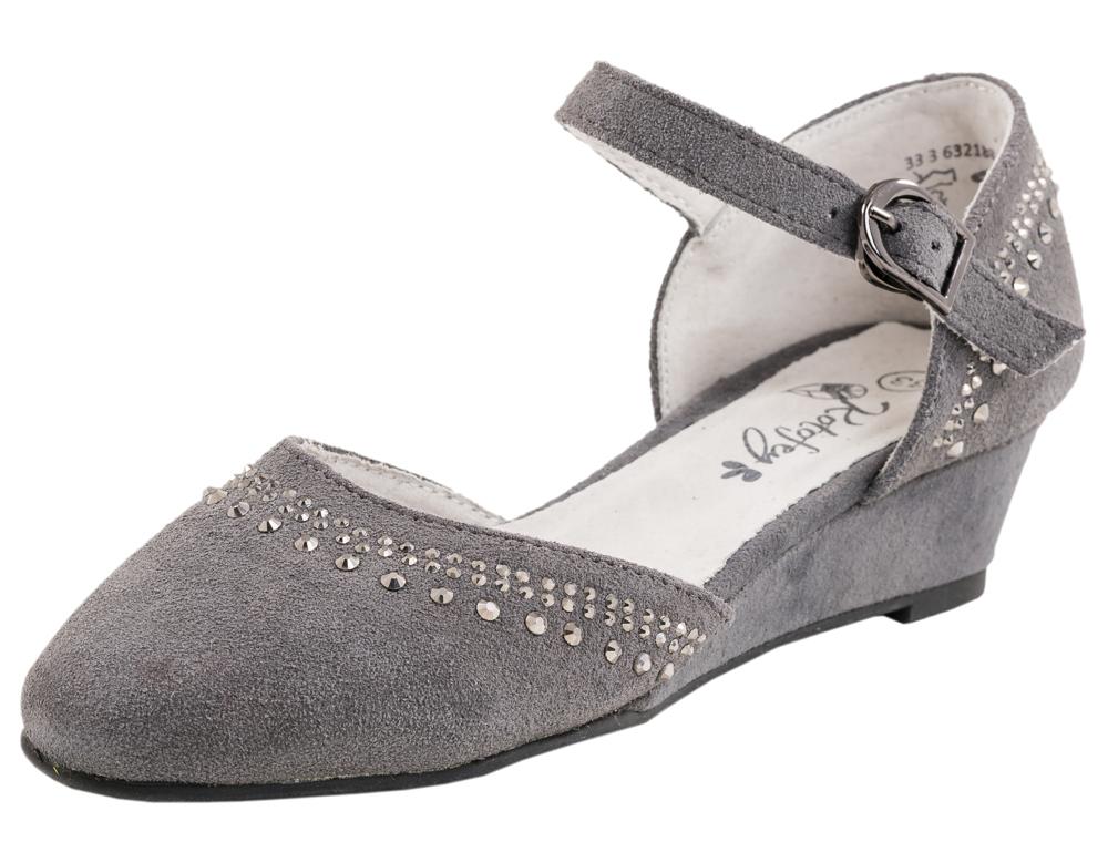 Туфли для девочки. 632188-22632188-22Нарядные туфли выполнены из натуральной кожи. Модель крепится на ноге при помощи ремня с застежкой-крючком. Подошва модели клеевая, дополнена невысокой танкеткой. Стелька из натуральной кожи, дублированная мягким вспененным материалом, обладает свойствами гигроскопичности и воздухопроницаемости, что обеспечит полный комфорт ножке в течение всего дня.