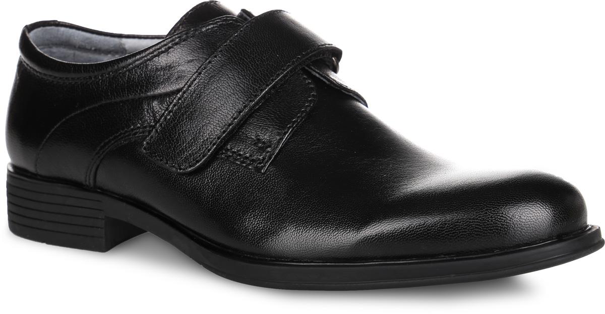 Туфли для мальчика. 2335523355Стильные классические туфли от Kapika придутся по душе вашему моднику! Модель выполнена из натуральной гладкой кожи и оформлена прострочкой. Ремешок на застежке-липучке надежно зафиксирует изделие на ножке ребенка. Подкладка и стелька, изготовленные из натуральной кожи, предотвратят натирание и гарантируют уют. Стелька дополнена супинатором с перфорацией, который обеспечивает правильное положение ноги ребенка при ходьбе и предотвращает плоскостопие. Подошва оснащена рифлением для лучшего сцепления с различными поверхностями. Удобные и модные туфли - незаменимая вещь в гардеробе каждого мальчика.