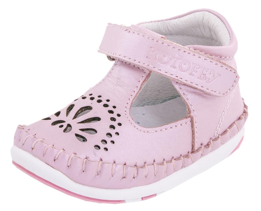 Туфли для девочки. 032057-21032057-21Туфли летние выполнены полностью из натуральной кожи. Кожаная подкладка и перфорация в виде солнышка абсорбирует образующуюся внутри обуви влагу и гарантирует полный комфорт. Мягкий манжет создает комфорт при ходьбе и предотвращает натирание ножки ребенка.