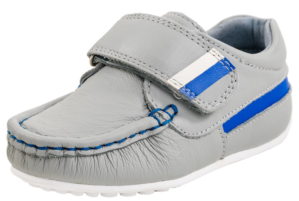 132089-21Туфли-мокасины для мальчиков из натуральной кожи. Кожаная подкладка абсорбирует образующуюся внутри обуви влагу и гарантирует полный комфорт. Идеальна для теплой осенней погоды и в качестве сменной обуви