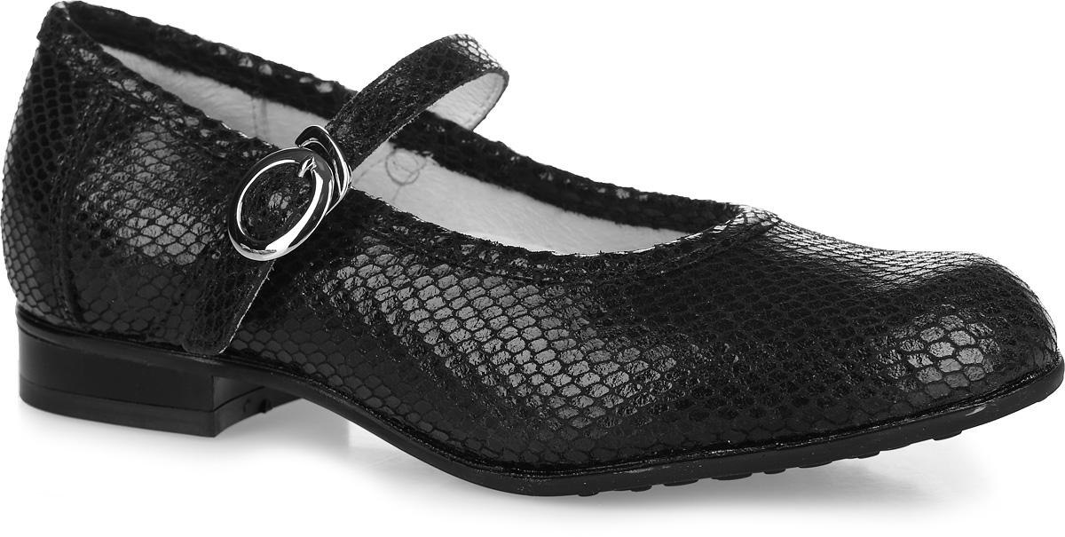 Туфли для девочки. 632155-22632155-22Классические школьные туфли Котофей не оставят вашу юную модницу равнодушной! Модель полностью изготовлена из натуральной кожи и выполнена с тиснением под рептилию. Задник дополнен кожаной накладкой для большей практичности туфель. Стелька из натуральной кожи дополнена супинатором с перфорацией, который обеспечивает правильное положение стопы ребенка при ходьбе и предотвращает плоскостопие. Внутренняя поверхность из натуральной кожи создает комфорт при ходьбе и предотвращает натирание ножки ребенка. Модель фиксируется на ноге с помощью ремешка с застежкой-крючком, а длина ремешка регулируется с помощью пряжки. Стильные и практичные ботинки займут достойное место в гардеробе вашей девочки.