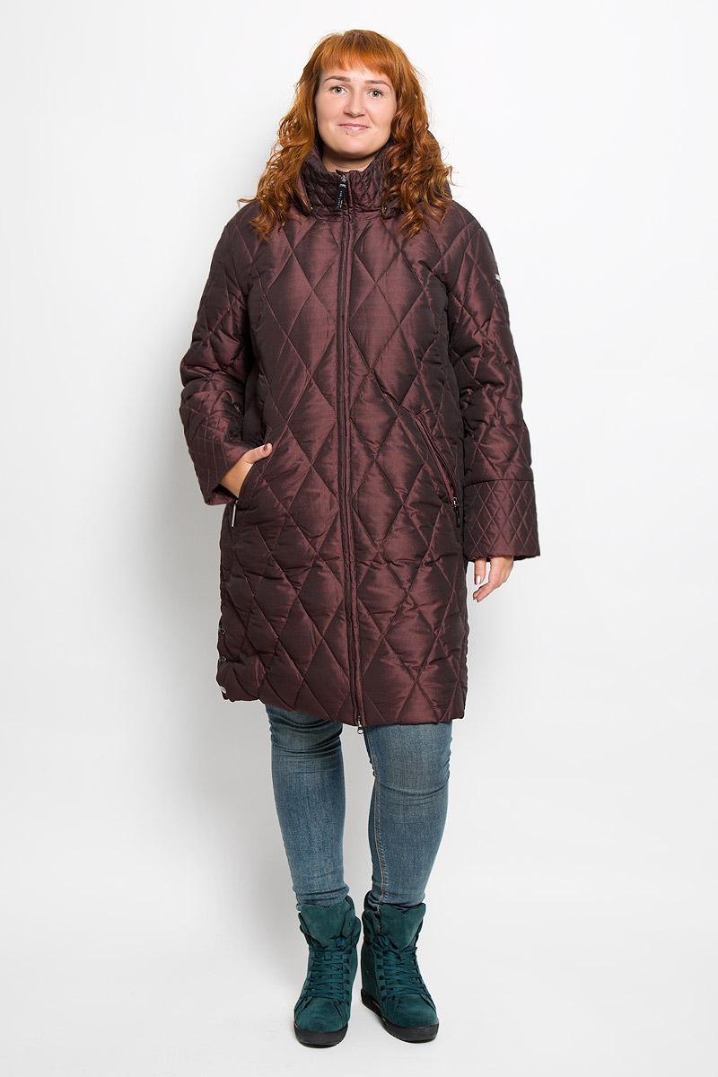 A16-11026_319Удобное женское пальто Finn Flare согреет вас в холодную погоду и позволит выделиться из толпы. Удлиненная модель с длинными рукавами и воротником-стойкой выполнена из прочного полиэстера, застегивается на молнию спереди. Пальто имеет съемный капюшон на кнопках, объем которого регулируется при помощи шнурка-кулиски со стопперами. Изделие дополнено двумя втачными карманами на застежках-молниях спереди. Пальто оформлено стеганым узором. Плотный наполнитель из пера и пуха надежно сохранит тепло, благодаря чему такое пальто защитит вас от ветра и холода. Это модное и в то же время комфортное пальто - отличный вариант для прогулок, оно подчеркнет ваш изысканный вкус и поможет создать неповторимый образ.