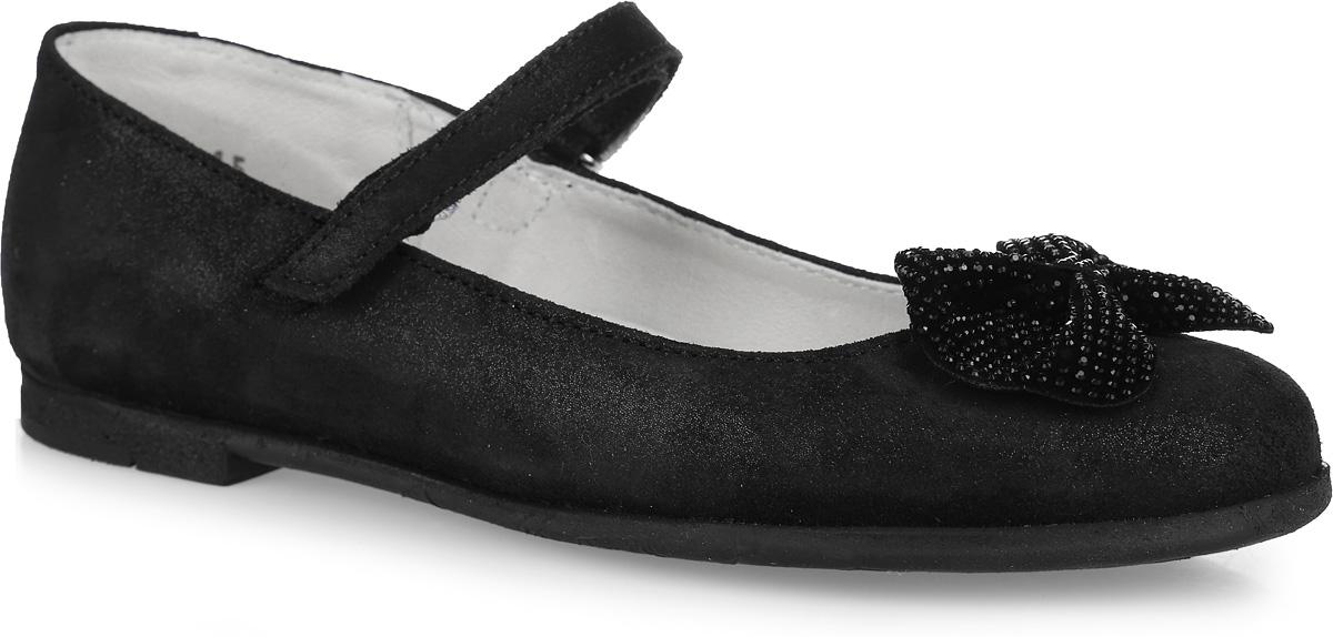 Туфли для девочки. 732088-21732088-21Прелестные туфли от Котофей придутся по душе вашей юной моднице! Модель выполнена из натуральной кожи с благородной бархатистой поверхностью с блеском и оформлена на мысе очаровательным бантом, украшенным стразами. Подкладка и стелька с перфорацией, изготовленные из натуральной кожи, предотвратят натирание и гарантируют уют. Ремешок на застежке-липучке надежно зафиксирует изделие на ноге. Подошва клеевого метода крепления, оснащена рифлением для лучшего сцепления с различными поверхностями. Удобные туфли - незаменимая вещь в гардеробе каждой девочки.