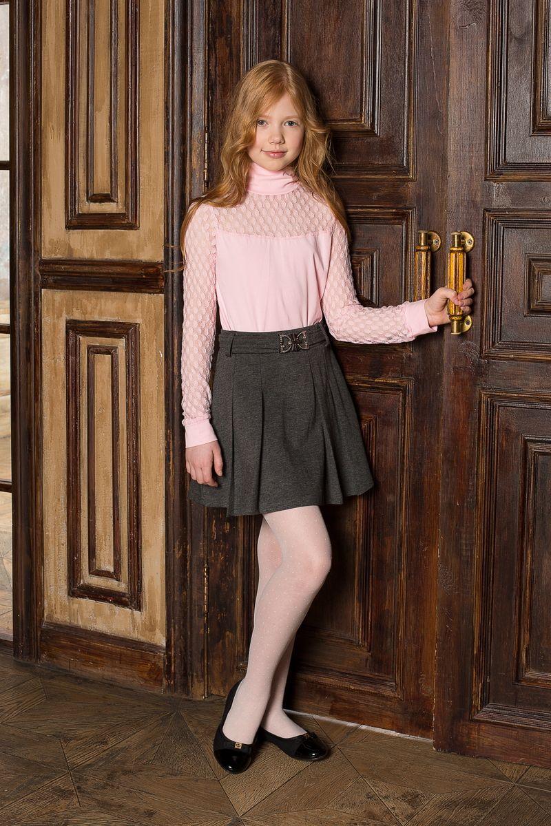 205639Трикотажная юбка со складками и поясом с декоративной бляшкой. В юбке предусмотрена внутренняя резинка на поясе, что делает модель удобной и комфортной.