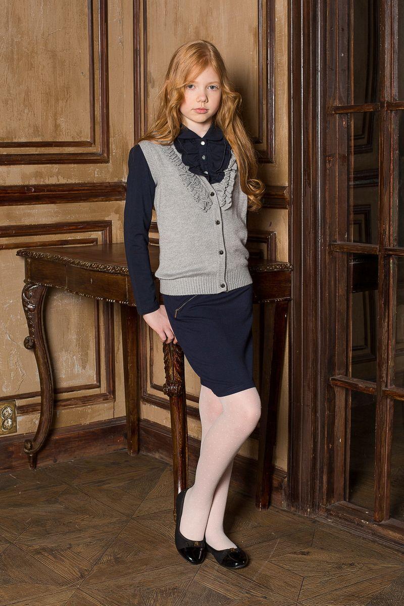 Блузка205680Блуза для девочек с длинным рукавом из качественного натурального трикотажа. Воротник модели декорирован трикотажной рюшей.