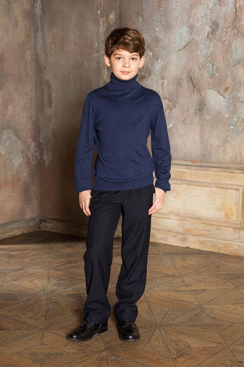206615Вязаная классическая водолазка для мальчика с воротником-гольф. Шерсть и кашемир в составе делают модель очень теплой, мягкой и комфортной.