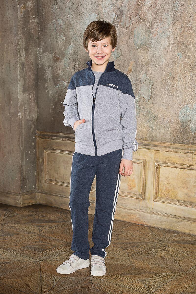 206627Спортивный костюм для мальчика Luminoso состоит из куртки-олимпийки и брюк. Костюм изготовлен из эластичного хлопка. Изнаночная сторона изделия с небольшими петельками. Куртка-олимпийка с воротником-стойкой и длинными рукавами застегивается на пластиковую молнию. Воротник, манжеты и низ модели выполнены из трикотажной резинки. Куртка дополнена спереди двумя накладными карманами. На груди модель оформлена термоаппликацией в виде надписи. Спортивные брюки прямого кроя в поясе имеют широкую эластичную резинку, регулируемую шнурком. Изделие дополнено лампасами.