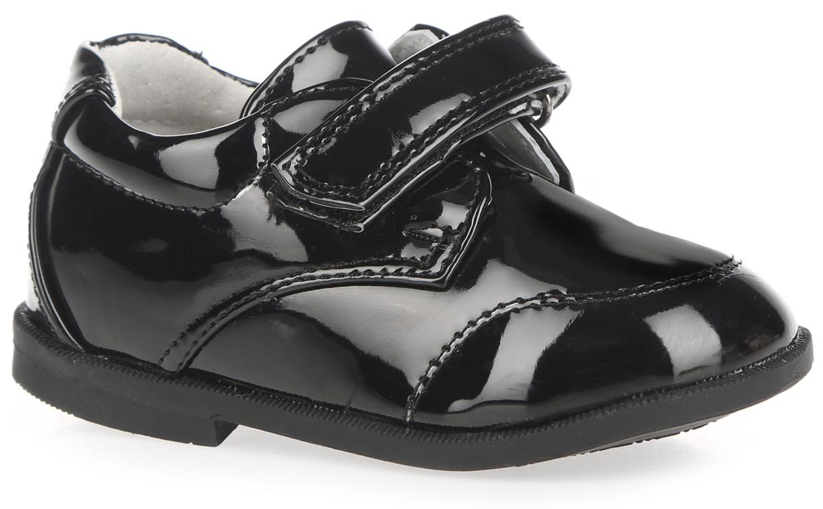 200596Стильные полуботинки от Mursu придутся по душе вашему мальчику! Модель изготовлена из искусственной лакированной кожи. Внутренняя поверхность из натуральной кожи и стелька из материала ЭВА с поверхностью из натуральной кожи гарантируют комфорт при движении и оптимальный микроклимат внутри обуви. Стелька дополнена супинатором с перфорацией, который обеспечивает правильное положение ноги ребенка при ходьбе, предотвращает плоскостопие. Ремешок с застежкой-липучкой надежно зафиксирует изделие на стопе. Легкая гибкая подошва снабжена невысоким каблучком, который продлен с внутренней стороны до середины стопы, чтобы исключить вращение (заваливание) стопы вовнутрь. Рифление на подошве обеспечивает отличное сцепление с любыми поверхностями. Удобные полуботинки - незаменимая вещь в гардеробе каждого ребенка.