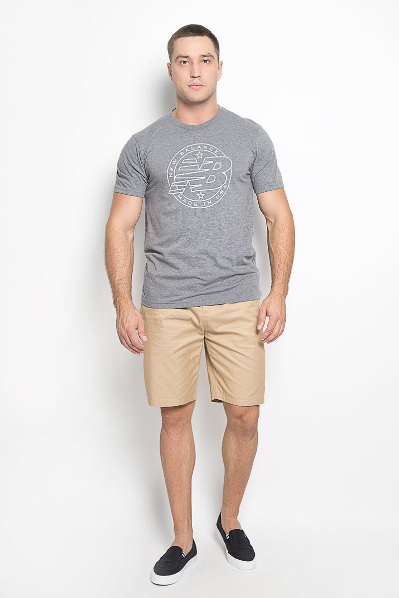 MT63519/AGМужская футболка New Balance Emblem Tee, выполненная из хлопка и полиэстера, идеально подойдет для активного отдыха, прогулок или занятий спортом. Ткань тактильно приятная, обеспечивает идеальную посадку по фигуре, не сковывает движения и хорошо вентилируется. Футболка с короткими рукавами и круглым вырезом горловины имеет прямой силуэт. Вырез горловины дополнен трикотажной резинкой. Изделие оформлено логотипом New Balance. Такая модель будет дарить вам комфорт в течение всего дня и станет отличным дополнением к вашему гардеробу!