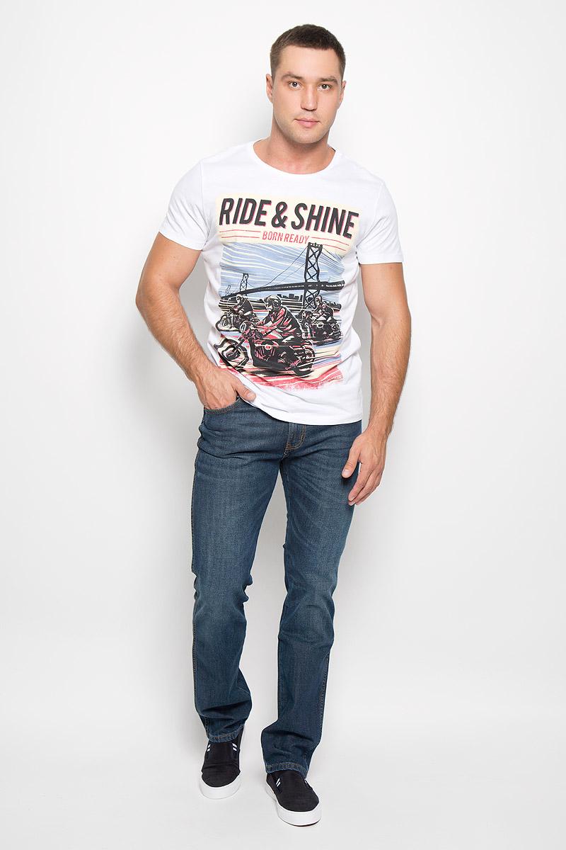 ДжинсыW12OZ884DСтильные мужские джинсы Wrangler Arizona Stretch - джинсы высочайшего качества, которые прекрасно сидят. Модель средней посадки изготовлена из хлопка с добавлением эластана, не сковывает движения и дарит комфорт. Джинсы на талии застегиваются на металлическую пуговицу, а также имеют ширинку на застежке-молнии и шлевки для ремня. Спереди модель дополнена двумя втачными карманами и одним небольшим накладным кармашком, а сзади - двумя большими накладными карманами. Джинсы оформлены небольшими потертостями. Эти модные и в тоже время удобные джинсы помогут вам создать оригинальный современный образ. В них вы всегда будете чувствовать себя уверенно и комфортно.