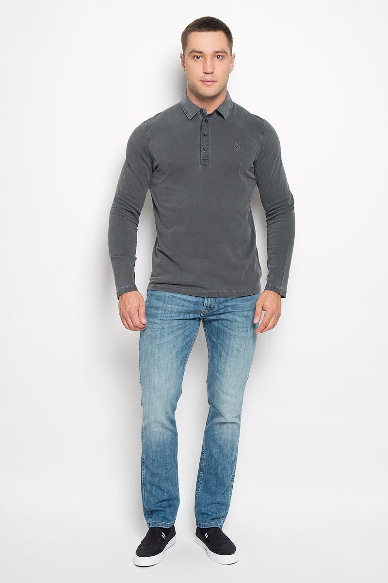 Поло223655136/975Стильная мужская футболка-поло Marc OPolo, изготовленная из натурального хлопка, мягкая и приятная на ощупь, не сковывает движений и обеспечивает наибольший комфорт. Модель с отложным воротником-поло и длинными рукавами великолепно подойдет для создания современного образа в стиле Casual. Сверху изделие застегивается на четыре пуговицы. На груди футболка-поло оформлена вышитым логотипом бренда. Эта модель послужит отличным дополнением к вашему гардеробу. В ней вы всегда будете чувствовать себя уютно и комфортно.