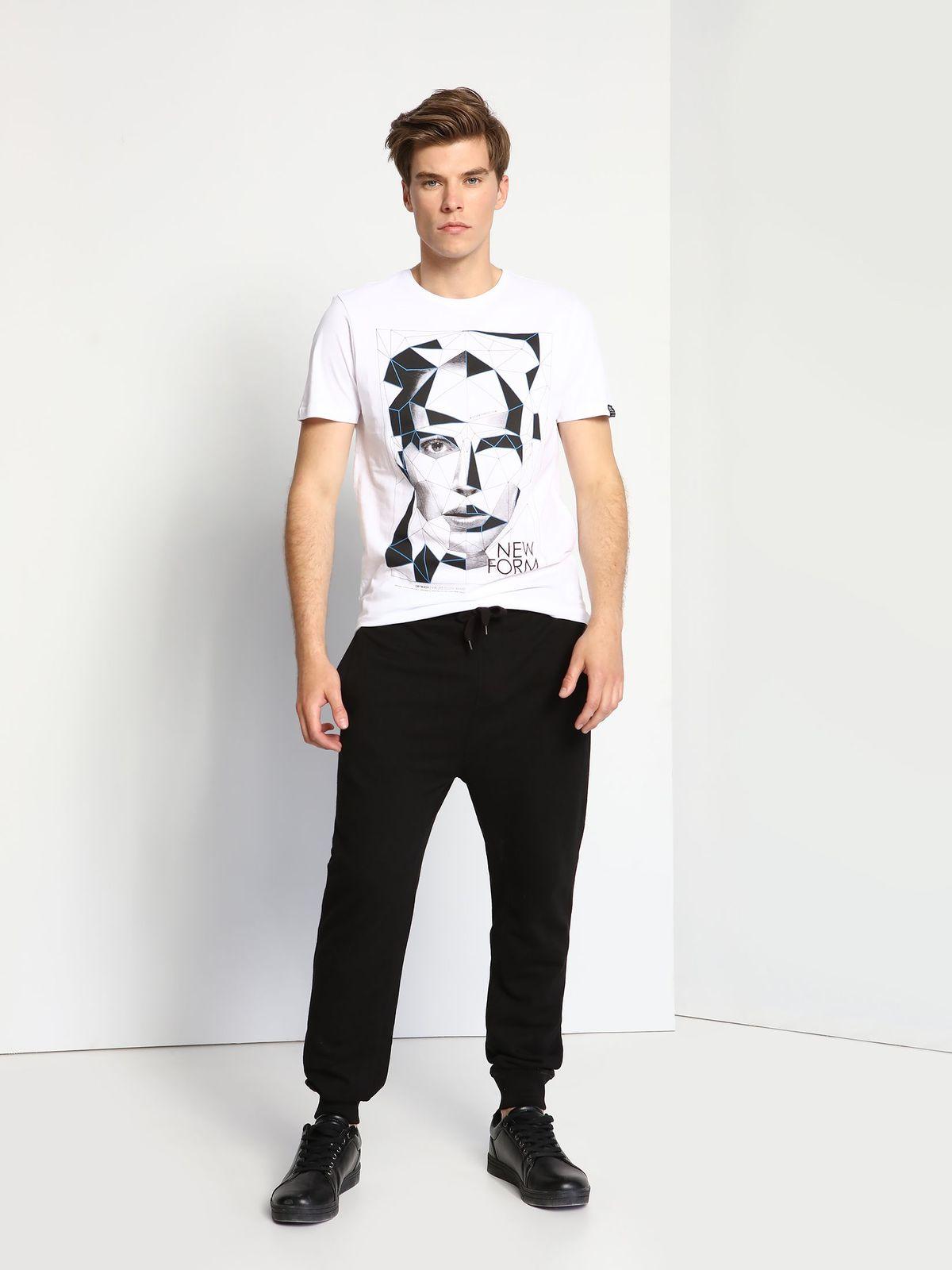 ФутболкаDPO0281BIМужская футболка Drywash выполнена из натурального хлопка. Модель с круглым вырезом горловины и короткими рукавами оформлена оригинальным принтом.