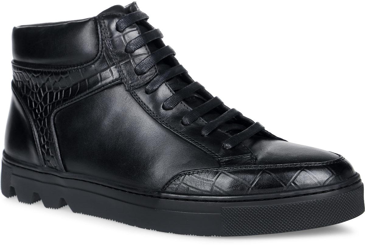 Ботинки мужские. M25077M25077Стильные мужские ботинки от Vitacci отличный вариант на каждый день. Модель выполнена из натуральной кожи. Подкладка и стелька - из мягкого ворсина защитят ноги от холода и обеспечат комфорт. Классическая шнуровка надежно фиксирует модель на ноге. Ботинки застегиваются на застежку-молнию, расположенную сбоку. Подошва с рельефным протектором обеспечивает отличное сцепление на любой поверхности. В этих ботинках вашим ногам будет комфортно и уютно. Они подчеркнут ваш стиль и индивидуальность.