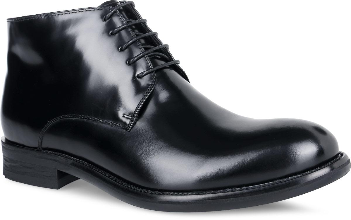 Ботинки мужские. M24155M24155Стильные мужские ботинки от Vitacci отличный вариант на каждый день. Модель выполнена из натуральной кожи. Подкладка и стелька - из мягкого ворсина защитят ноги от холода и обеспечат комфорт. Классическая шнуровка надежно фиксирует модель на ноге. Ботинки застегиваются на застежку-молнию, расположенную сбоку. Подошва с рельефным протектором обеспечивает отличное сцепление на любой поверхности. В этих ботинках вашим ногам будет комфортно и уютно. Они подчеркнут ваш стиль и индивидуальность.