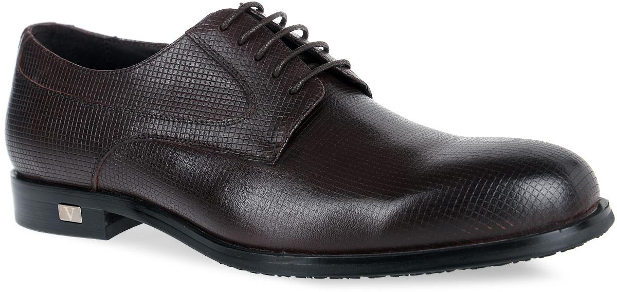 M23698Стильные мужские туфли от Vitacci придутся вам по душе. Модель изготовлена из натуральной кожи и оформлена оригинальным тиснением. Подъем дополнен шнуровкой, которая надежно зафиксирует обувь на вашей ноге. Подкладка из натуральной кожи обеспечивает дополнительный комфорт и предотвращает натирание. Стелька из натуральной кожи позволит ногам дышать. Эластичная подошва выполнена из термополиуретана. Стильные туфли - необходимая вещь в гардеробе каждого мужчины.