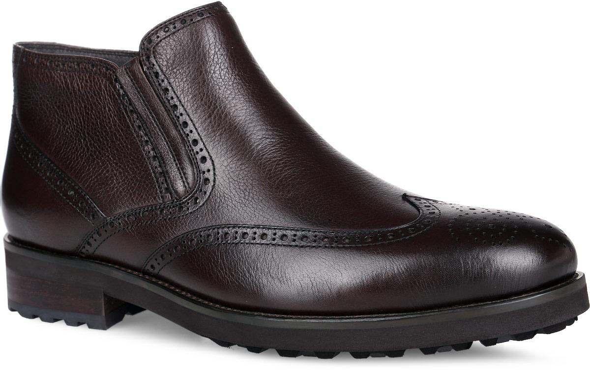 Ботинки мужские. M24115M24115Стильные ботинки от Vitacci, изготовленные из натуральной гладкой кожи, заинтересуют вас своим дизайном с первого взгляда! Подкладка и стелька - из ворсина, защитят ноги от холода и обеспечат комфорт. Мыс изделия декорирован ажурной перфорацией. Эластичная резинка украшает одну из боковых сторон. Ботинки застегиваются на застежку-молнию, расположенную сбоку. Подошва с оригинальным рифленым рисунком обеспечивает идеальное сцепление с разными поверхностями. Ультрамодные ботинки не оставят вас незамеченным!