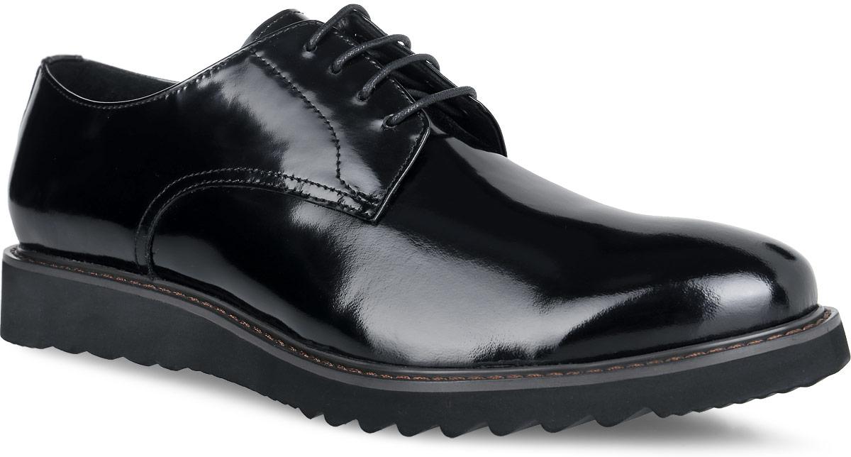 M23604Стильные мужские туфли от Vitacci придутся вам по душе. Модель изготовлена из натуральной лакированной кожи. Подъем дополнен шнуровкой, которая надежно зафиксирует обувь на вашей ноге. Подкладка из натуральной кожи обеспечивает дополнительный комфорт и предотвращает натирание. Стелька из натуральной кожи позволит ногам дышать. Эластичная подошва выполнена из термополиуретана. Стильные туфли - необходимая вещь в гардеробе каждого мужчины.