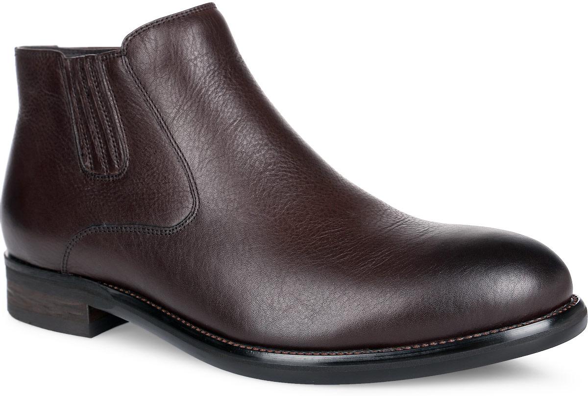 Ботинки мужские. M24158M24158Стильные ботинки от Vitacci, изготовленные из натуральной гладкой кожи, заинтересуют вас своим дизайном с первого взгляда! Подкладка и стелька - из ворсина, защитят ноги от холода и обеспечат комфорт. Эластичная резинка украшает одну из боковых сторон. Ботинки застегиваются на застежку-молнию, расположенную сбоку. Подошва с оригинальным рифленым рисунком обеспечивает идеальное сцепление с разными поверхностями. Ультрамодные ботинки не оставят вас незамеченным!