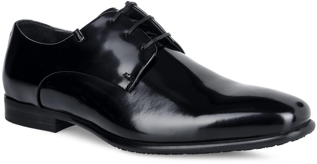 Туфли мужские. M23642M23642Классические мужские туфли от Vitacci придутся вам по душе. Модель изготовлена из натуральной лакированной кожи. Подъем дополнен шнуровкой, которая надежно зафиксирует обувь на вашей ноге. Подкладка из натуральной кожи обеспечивает дополнительный комфорт и предотвращает натирание. Стелька из натуральной кожи позволит ногам дышать. Эластичная подошва выполнена из термополиуретана. Стильные туфли - необходимая вещь в гардеробе каждого мужчины.