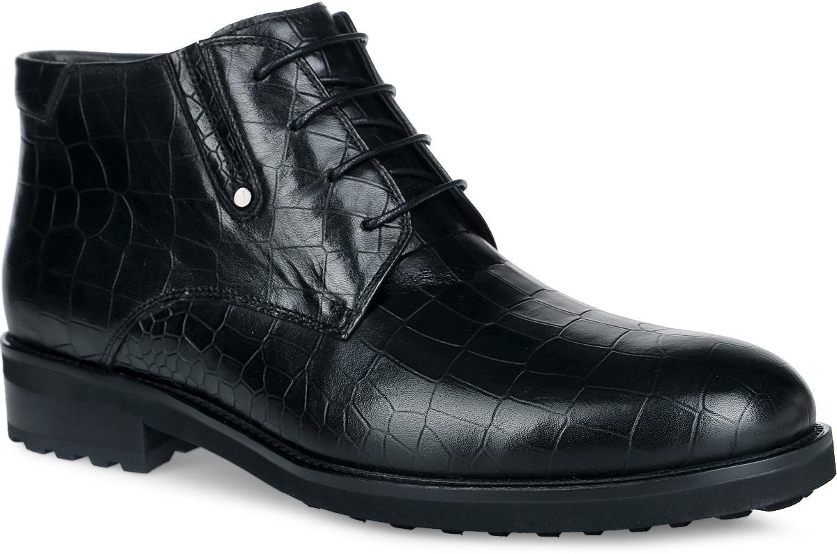 Ботинки мужские. M24111M24111Стильные ботинки от Vitacci, изготовленные из натуральной гладкой кожи и оформленные тиснением под рептилию, заинтересуют вас своим дизайном с первого взгляда! Подкладка и стелька - из ворсина, защитят ноги от холода и обеспечат комфорт. На боковой стороне расположена эластичная резинка с небольшим металлическим лейблом. Классическая шнуровка надежно фиксирует модель на ноге. Ботинки застегиваются на застежку-молнию, расположенную сбоку. Подошва с оригинальным рифленым рисунком обеспечивает идеальное сцепление с разными поверхностями. Ультрамодные ботинки не оставят вас незамеченным!