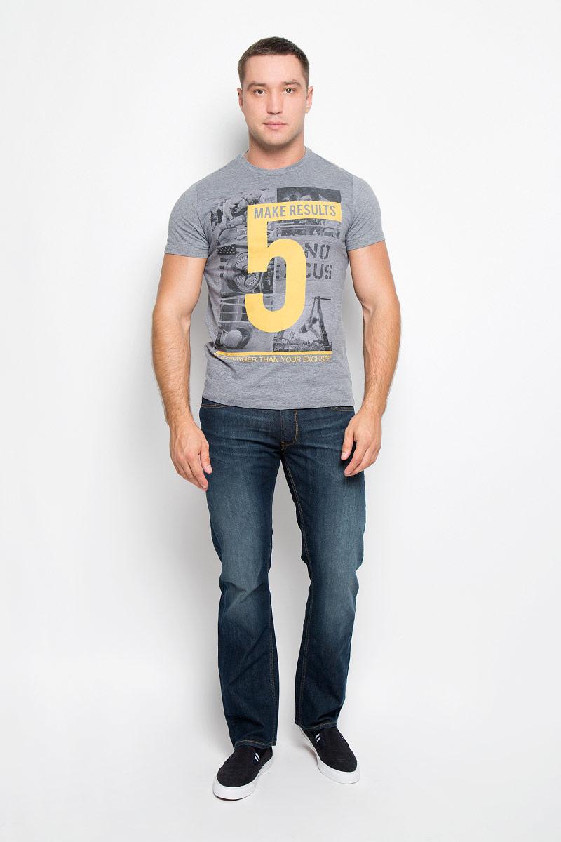 Футболка мужская. Ts-211/1084-6341Ts-211/1084-6341Стильная мужская футболка Sela, выполненная из хлопка с добавлением полиэстера, обладает высокой теплопроводностью, воздухопроницаемостью и гигроскопичностью. Она необычайно мягкая и приятная на ощупь, не сковывает движения и превосходно пропускает воздух. Такая футболка превосходно подойдет как для занятия спортом, так и для повседневной носки. Модель с короткими рукавами и круглым вырезом горловины - идеальный вариант для создания модного современного образа. Футболка оформлена крупным принтом с изображением атлетов и цифрой 5. Эта модель подарит вам комфорт в течение всего дня и послужит замечательным дополнением к вашему гардеробу.