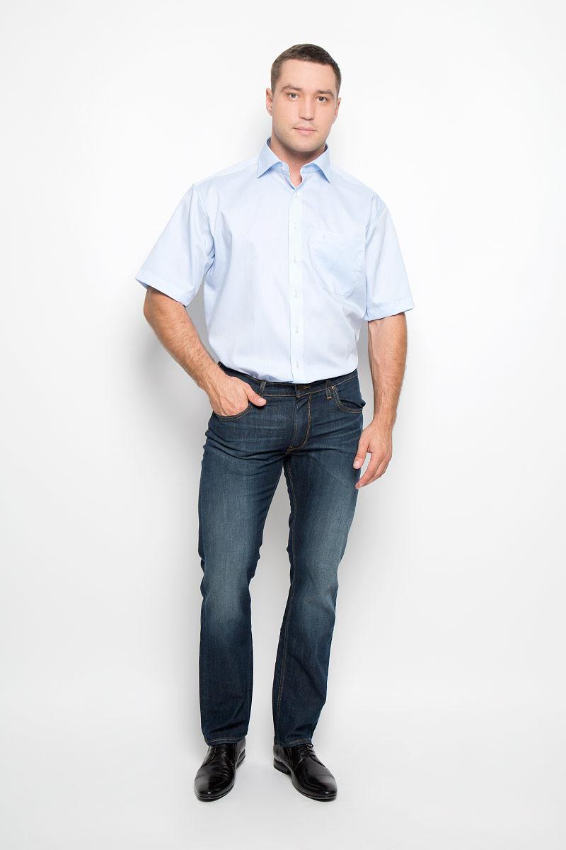 8219_10_K187_39-46Классическая мужская рубашка Eterna выполнена из натурального хлопка. Материал изделия тактильно приятный, не стесняет движений и позволяет коже дышать, обеспечивая комфорт при носке. Рубашка прямого кроя с отложным воротником и короткими рукавами застегивается спереди на пуговицы. На груди расположен накладной карман, украшенный вышитым логотипом. Классическая рубашка - превосходный вариант для базового мужского гардероба и отличное решение на каждый день.