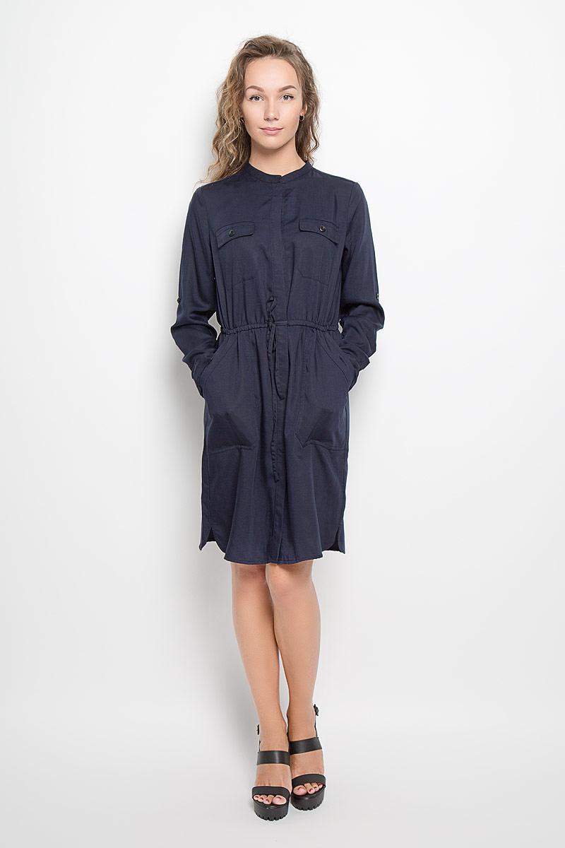 Платье086321113/876Платье Marc OPolo поможет создать стильный образ. Платье изготовлено из лиоцелла, тактильно приятное, хорошо пропускает воздух. Платье-рубашка с круглым вырезом горловины и длинными рукавами застегивается спереди по всей длине на пуговицы, скрытые за планкой. На рукавах предусмотрены манжеты с застежками-пуговицами. Длину рукавов можно регулировать с помощью хлястиков и пуговиц. Линию талии подчеркивает затягивающийся шнурок. Спереди расположены два прорезных кармана с клапанами и два втачных кармана. Карманы застегивается на пуговицы. По бокам имеются небольшие разрезы. Стильный дизайн и высокое качество исполнения принесут удовольствие от покупки. Модель подарит вам комфорт в течение всего дня!