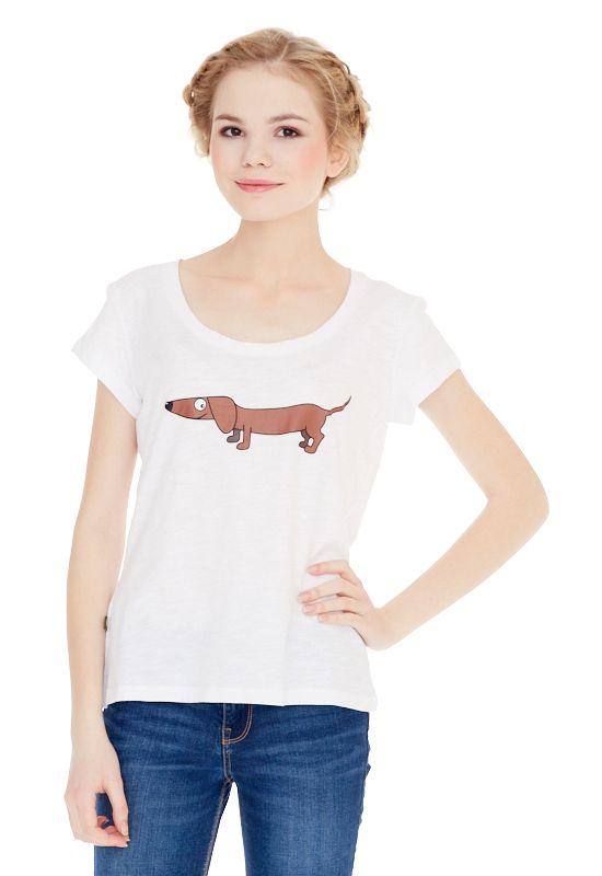 1310716505_68Женская футболка выполнена из 100% хлопка и оформлена ярким принтом. Модель со стандартным коротким рукавом и круглым вырезом горловины.