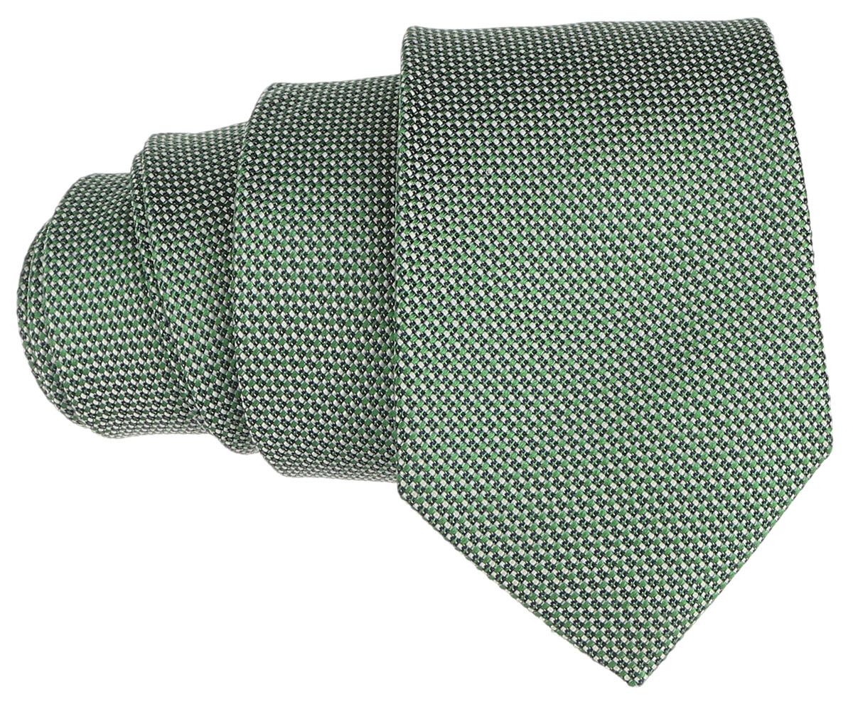 Галстук. 12.01412112.014121Стильный галстук BTC станет отличным завершающим штрихом вашего образа. Этот модный аксессуар порадует вас высоким качеством исполнения и современным дизайном. Изделие полностью выполнено из качественного шелка. Галстук оформлен оригинальным принтом. Такой оригинальный галстук подойдет как к повседневному, так и к официальному наряду, он позволит вам подчеркнуть свою индивидуальность и создать свой неповторимый стиль.