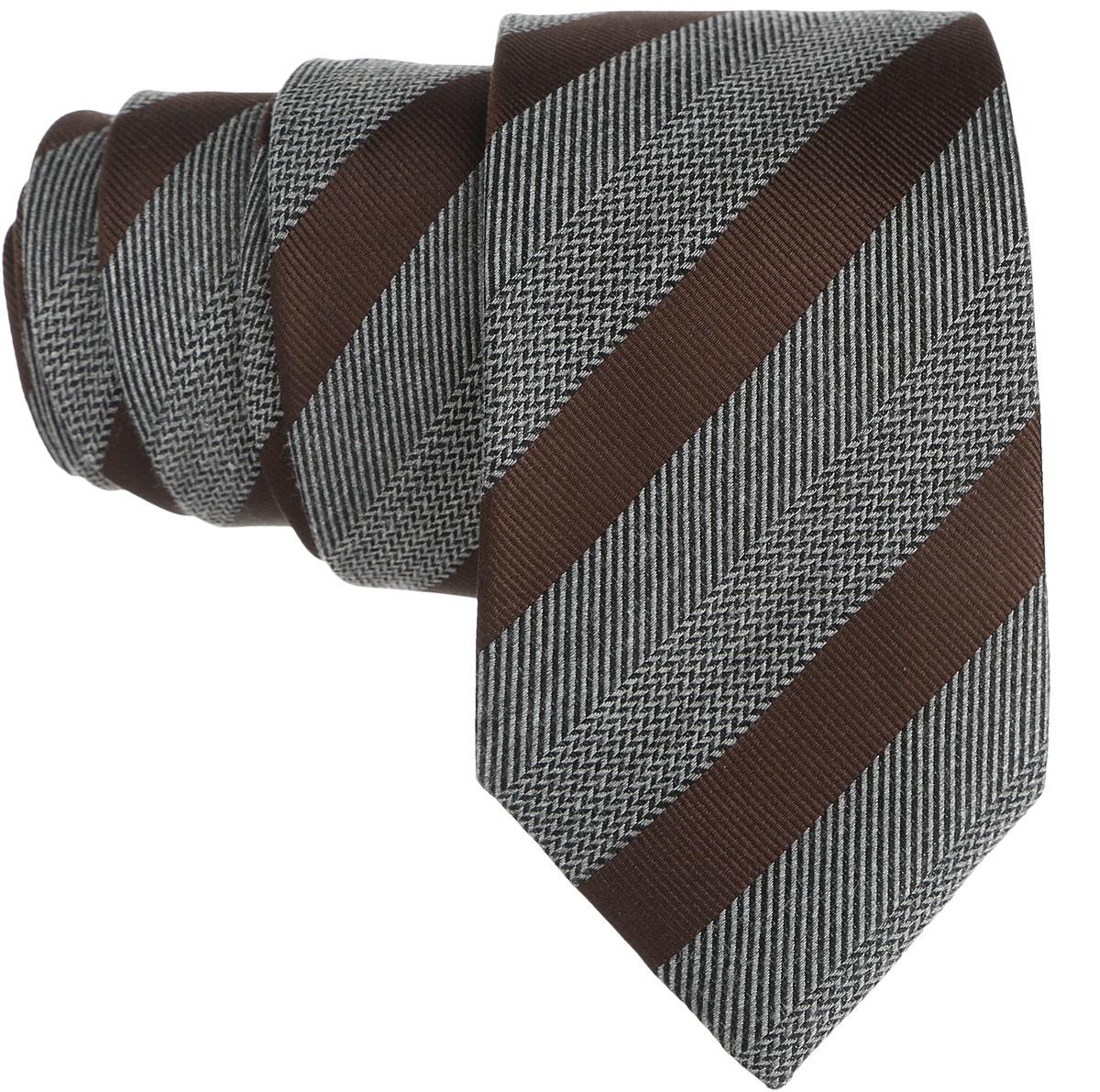 Галстук. 12.01516012.015160Стильный галстук BTC станет отличным завершающим штрихом вашего образа. Этот модный аксессуар порадует вас высоким качеством исполнения и современным дизайном. Изделие полностью выполнено из качественного шелка. Галстук оформлен оригинальным принтом. Такой оригинальный галстук подойдет как к повседневному, так и к официальному наряду, он позволит вам подчеркнуть свою индивидуальность и создать свой неповторимый стиль.