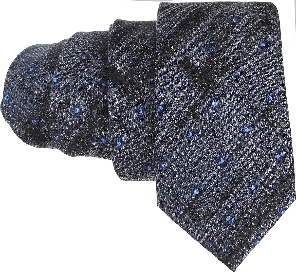 Галстук. 12.01547012.015470Стильный галстук BTC станет отличным завершающим штрихом вашего образа. Этот модный аксессуар порадует вас высоким качеством исполнения и современным дизайном. Изделие полностью выполнено из качественного шелка. Галстук оформлен оригинальным принтом. Такой оригинальный галстук подойдет как к повседневному, так и к официальному наряду, он позволит вам подчеркнуть свою индивидуальность и создать свой неповторимый стиль.