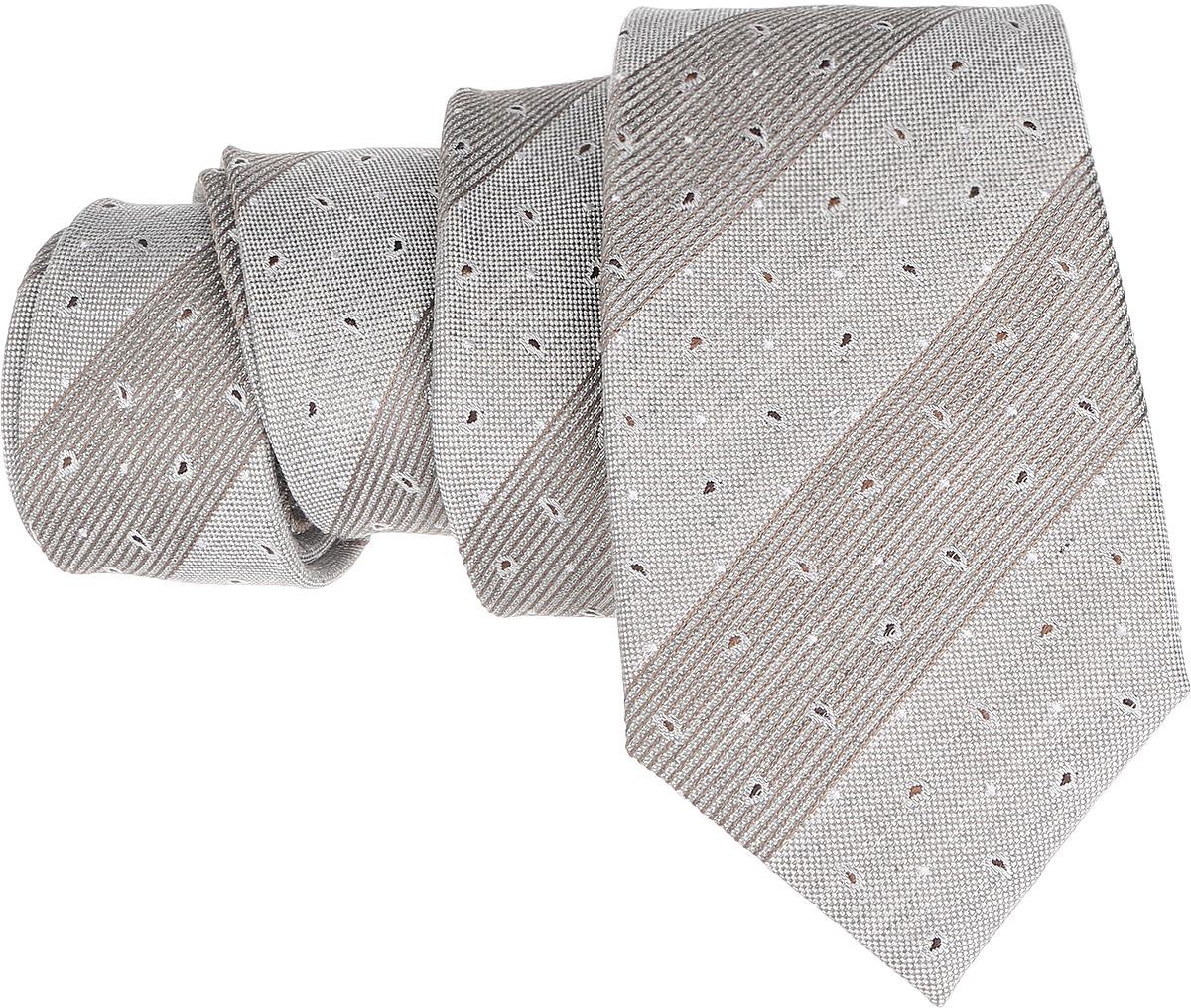 Галстук. 12.01548712.015487Стильный галстук BTC станет отличным завершающим штрихом вашего образа. Этот модный аксессуар порадует вас высоким качеством исполнения и современным дизайном. Изделие полностью выполнено из качественного шелка. Галстук оформлен оригинальным принтом. Такой оригинальный галстук подойдет как к повседневному, так и к официальному наряду, он позволит вам подчеркнуть свою индивидуальность и создать свой неповторимый стиль.