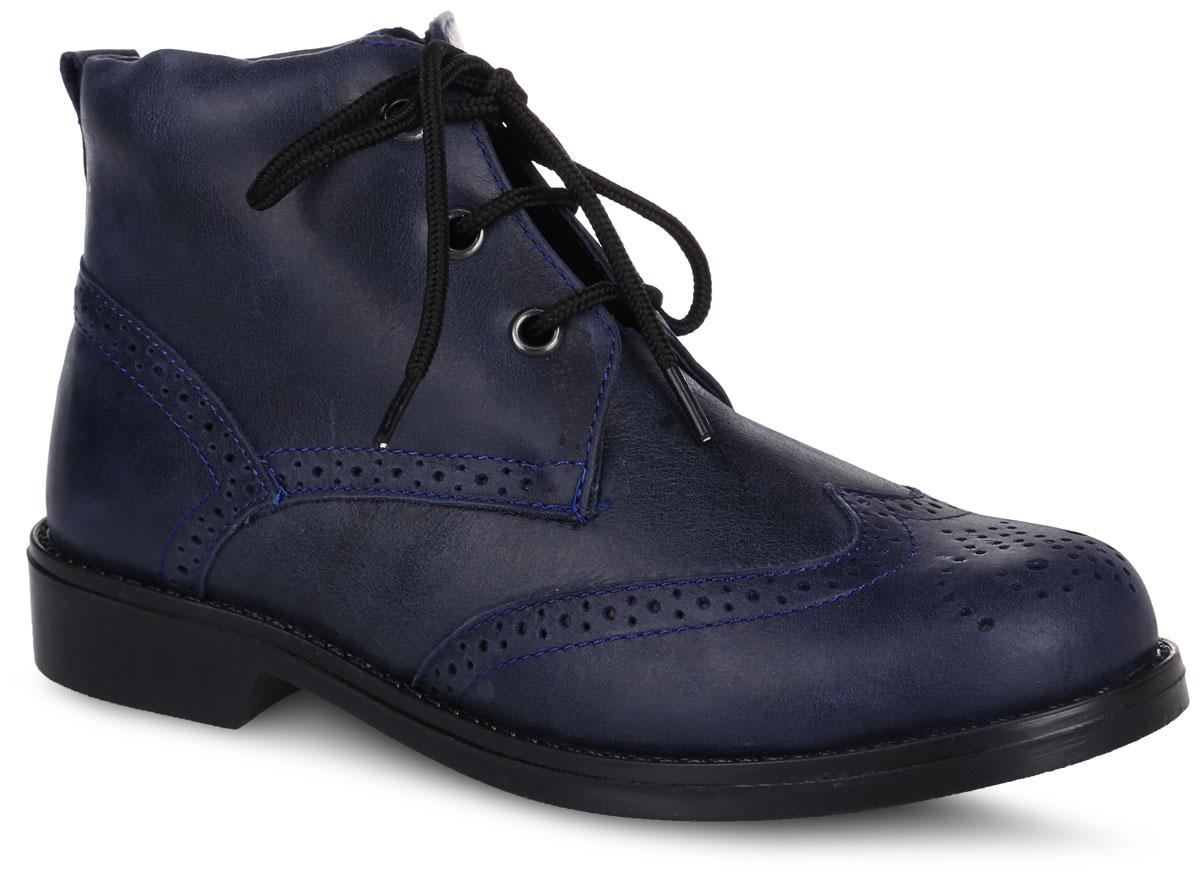 Ботинки для девочки. 9728-59728-5Стильные детские ботинки Зебра заинтересуют вашу юную модницу с первого взгляда! Модель полностью выполнена из натуральной кожи и оформлена декоративной перфорацией. Ботинки фиксируются на ноге с помощью шнурков. Мягкий манжет создает комфорт при ходьбе и предотвращает натирание ноги. Стелька из натуральной кожи анатомической формы обеспечивает правильное положение ноги ребенка при ходьбе и предотвращает плоскостопие. Подошва, выполненная из термопластичной резины, дополнена небольшим каблуком. Рифленая поверхность подошвы и каблука гарантирует отличное сцепление с любой поверхностью. Такие модные ботинки займут достойное место в гардеробе вашей девочки.