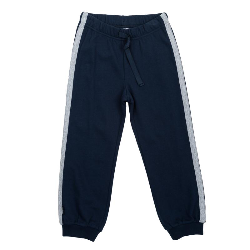 Брюки360003Стильные брюки из футера в спортивном стиле. Пояс на резинке, дополнительно регулируется тесьмой. По бокам лампасы цвета серый меланж. Низ штанишек на широкой трикотажной резинке.