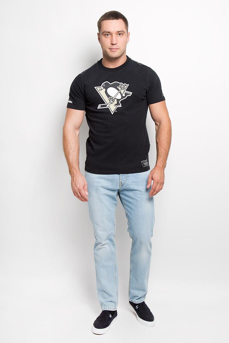 29950Мужская футболка NHL Pittsburgh Penguins, выполненная из натурального хлопка, порадует любого поклонника знаменитого хоккейного клуба. Материал очень мягкий и приятный на ощупь, не сковывает движения и позволяет коже дышать. Футболка с короткими рукавами имеет круглый вырез горловины, дополненный трикотажной резинкой. Изделие оформлено термоаппликацией в виде логотипа хоккейного клуба Pittsburgh Penguins с эффектом потрескавшейся краски, а также украшено небольшой текстильной нашивкой. Такая модель отлично подойдет для повседневной носки и подарит вам комфорт в течение всего дня! УВАЖАЕМЫЕ КЛИЕНТЫ! Обращаем ваше внимание на возможные незначительные изменения в дизайне нашивки.