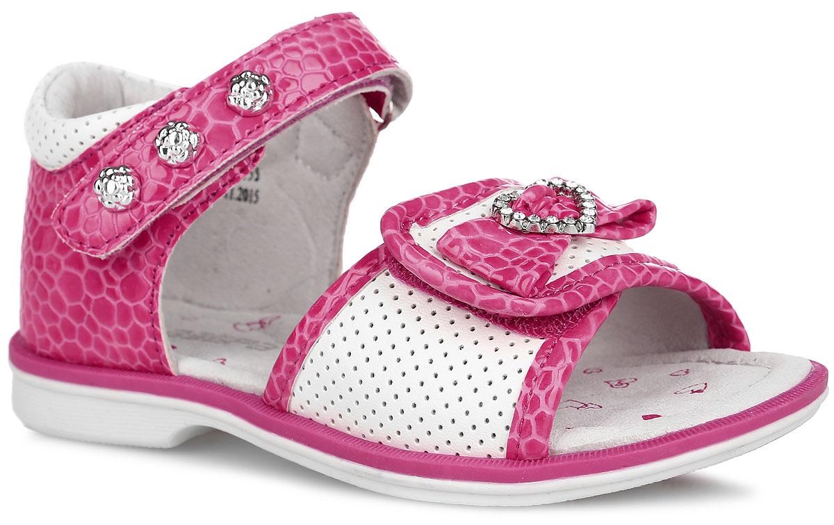 Босоножки для девочки. 10579-2210579-22Стильные босоножки Зебра понравятся вашей юной моднице с первого взгляда! Модель выполнена из искусственной кожи. Полужесткий закрытый задник обеспечивает оптимальную посадку обуви на ноге, не давая ей смещаться в разные стороны. Сандалии фиксируются на ноге с помощью ремешками с застежками-липучками, оформленными декоративными фигурками в виде бантика и сердечка. Мягкий манжет создает комфорт при ходьбе и предотвращает натирание ноги. Стелька из натуральной кожи дополнена супинатором с перфорацией, который обеспечивает правильное положение ноги ребенка при ходьбе и предотвращает плоскостопие. Подошва изготовлена из термопластичной резины, а её рифленая поверхность обеспечит отличное сцепление с любой поверхностью. Модные и практичные сандалии - незаменимая вещь в гардеробе вашего ребенка.