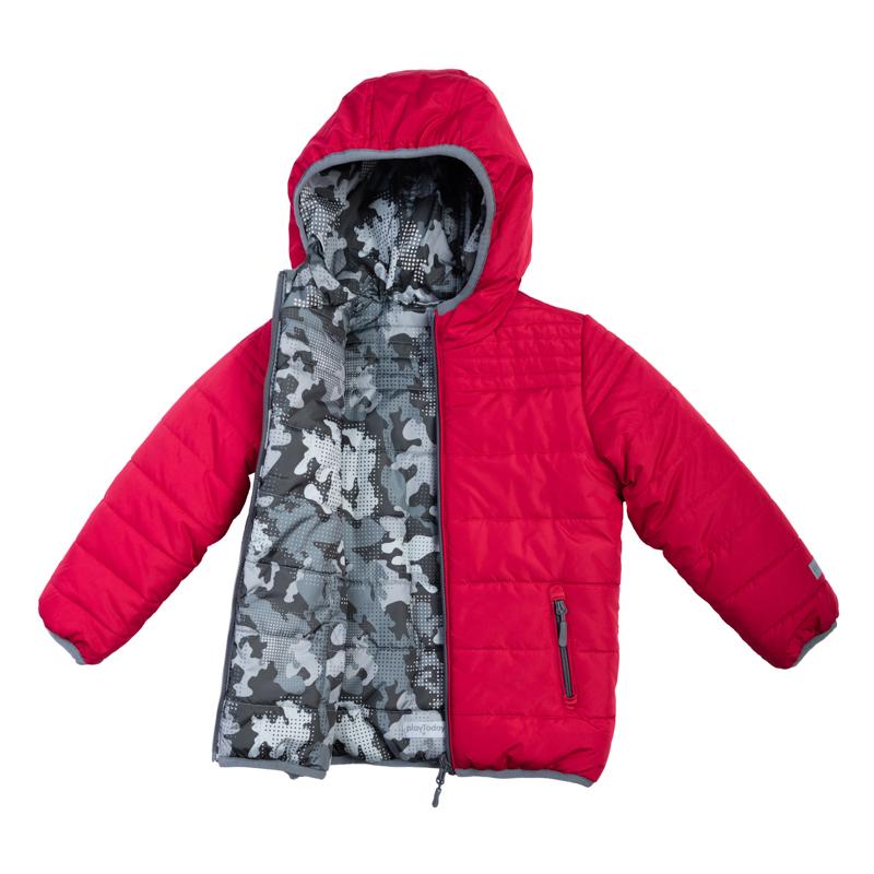Куртка для мальчиков. 361002361002Стильная и яркая стеганая куртка с капюшоном. Застегивается на молнию. Двухсторонняя, можно носить как красной стороной наружу, так и принтованной в стиле милитари. Есть два функциональных кармана на молнии и светоотражатели. Края обработаны эластичным кантом.