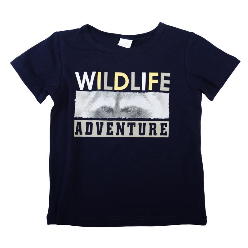 Футболка361031Мягкая хлопковая футболка с короткими рукавами. Украшена стильным резиновым принтом. На воротнике эластичная бейка.