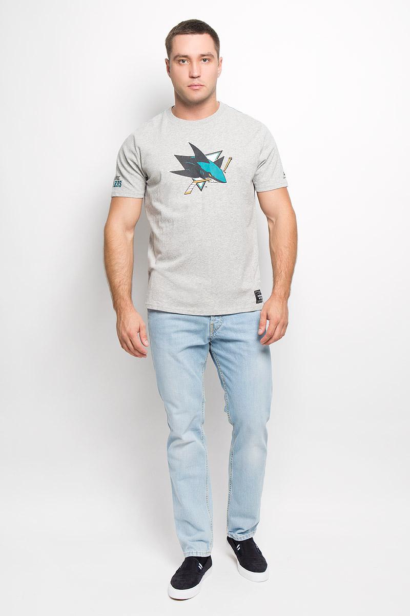 Футболка с логотипом ХК29940Мужская футболка NHL San Jose Sharks, выполненная из натурального хлопка, порадует любого поклонника знаменитого хоккейного клуба. Материал очень мягкий и приятный на ощупь, не сковывает движения и позволяет коже дышать. Футболка с короткими рукавами имеет круглый вырез горловины, дополненный трикотажной резинкой. Изделие оформлено термоаппликацией в виде логотипа хоккейного клуба San Jose Sharks с эффектом потрескавшейся краски, а также украшено небольшой текстильной нашивкой. Такая модель отлично подойдет для повседневной носки и подарит вам комфорт в течение всего дня!