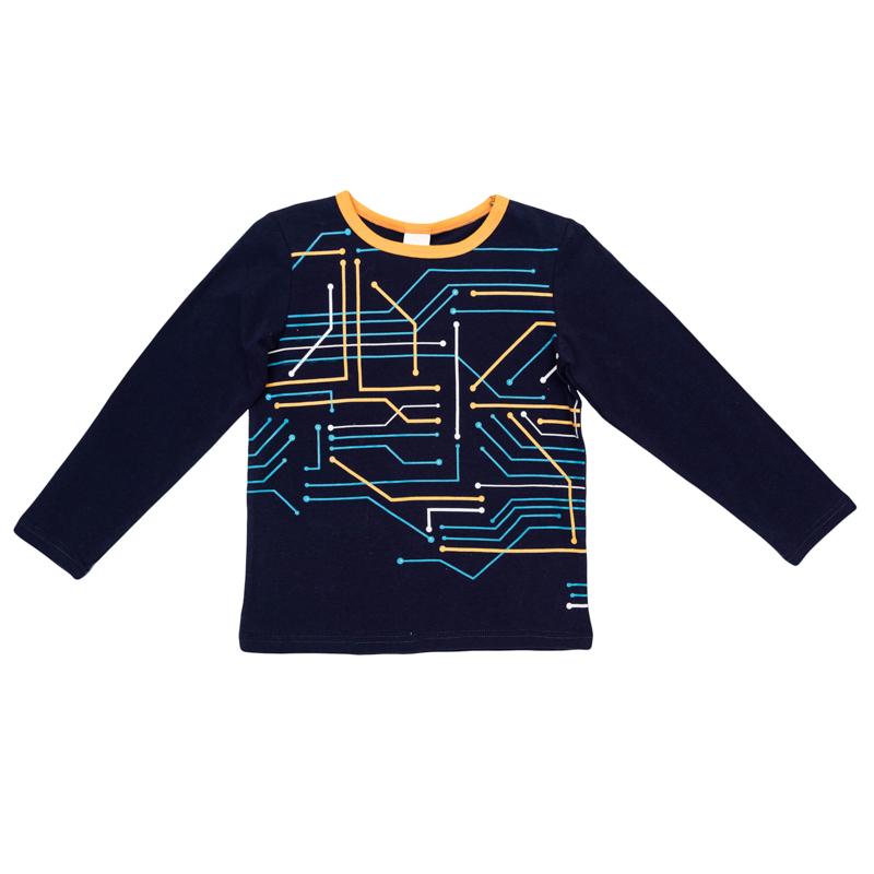361071Уютная хлопковая футболка с длинными рукавами. Украшена стильным резиновым принтом с микросхемами. На воротнике бейка контрастного оранжевого цвета.