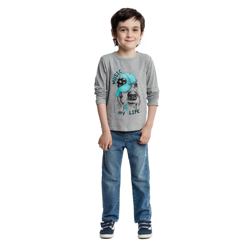 361121Мягкая хлопковая футболка с длинными рукавами. Украшена стильным резиновым принтом, на воротнике эластичная бейка.