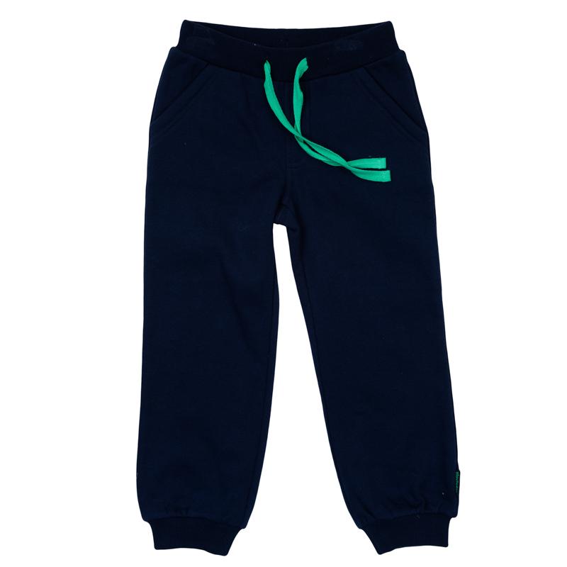 Брюки спортивные361163Уютные брюки в спортивном стиле для мальчика выполнены из футера и дополнены двумя втачными карманами. Пояс на мягкой резинке дополнительно регулируется шнурком. Низ брючин оформлен широкой трикотажной резинкой.