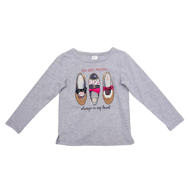 Футболка362017Мягкая хлопковая футболка с длинными рукавами. Украшена забавным принтом с туфельками и нежными сатиновыми бантиками.