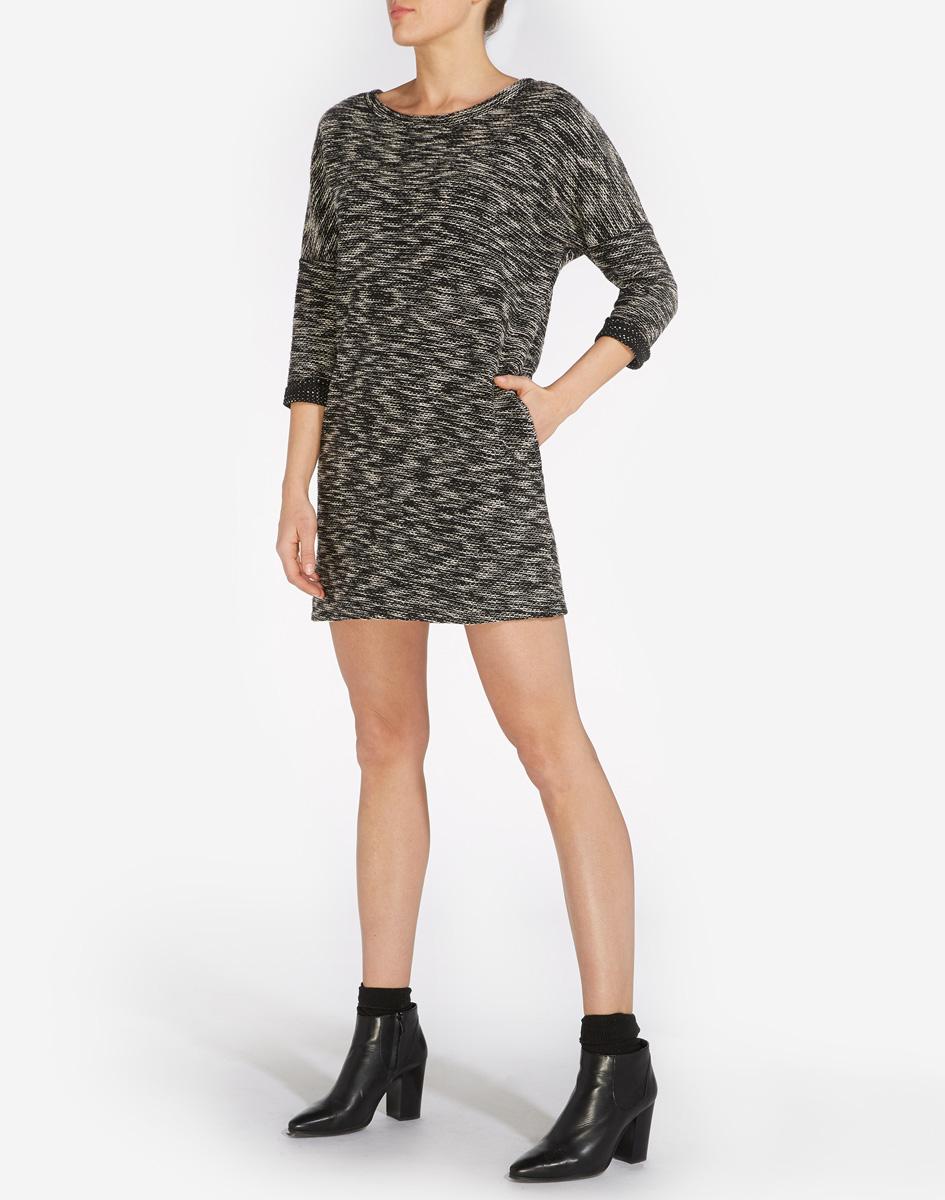ПлатьеW9051JGBUМодное платье Wrangler, изготовлено из натурального хлопка с добавлением полиэстера и эластана. Модель мини с круглым воротником и рукавами 3/4.