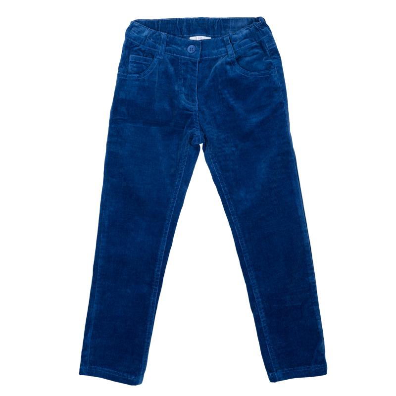 Брюки для девочек. 362172362172Яркие вельветовые брюки прямого кроя. Застегиваются на молнию и пуговицу. Пояс на резинке, есть шлевки для ремня. Классическая пятикарманка.