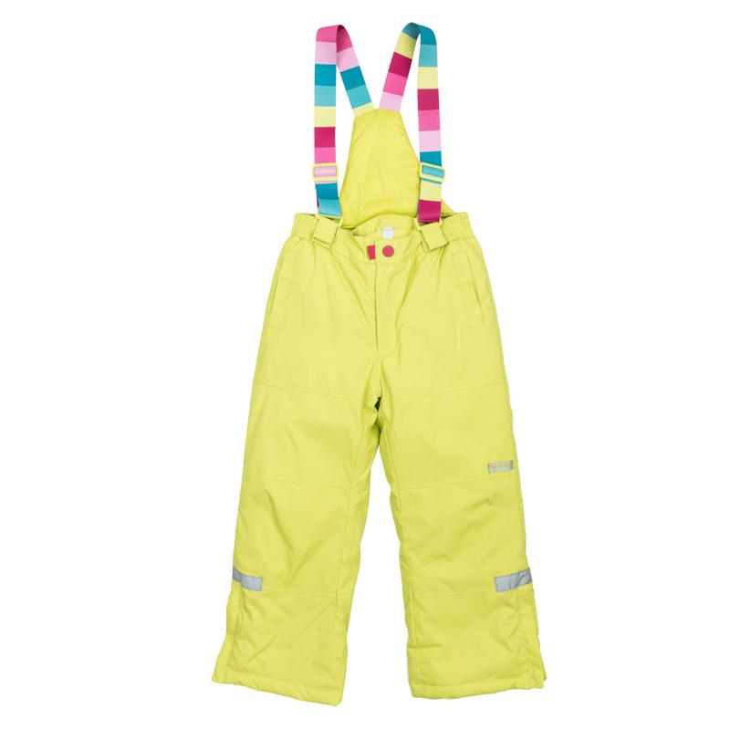 Брюки для девочек. 369003369003Яркие утепленные лимонно-лаймовые брюки. По бокам два функциональных кармана со специальным манжетом для защиты от снега. Застегиваются на молнию и кнопку. Пояс на резинке, низ штанишек по бокам застегивается на молнию. Внутри уютная флисовая подкладка. Есть специальный слой - снегозащита, который надевается на сапог. Эластичные принтованные бретели регулируются по длине.